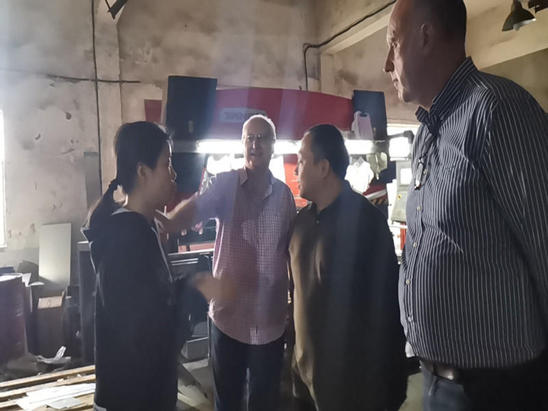 2019 customer visiting the factory and guide the master how to assemble
